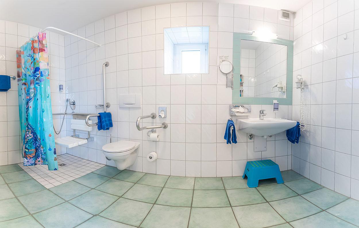 Behinderten gerechtes Zimmer mit Bad